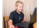 Cum îţi protejezi copilul de pericolele internetului