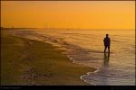 Singur pe plaja